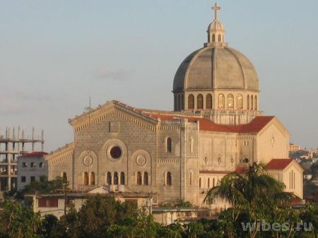 Cuba_Havana_Miramar_Iglesia